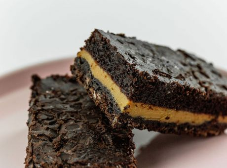 Rocket-Foods-Chocolate-Caramel-Slice.jpg